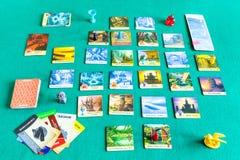 Spelend in Verboden Eiland behulpzaam raadsspel stock fotografie
