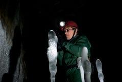 Speleologo in una caverna di ghiaccio Immagine Stock Libera da Diritti