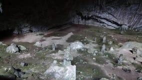 Speleothem in het Hol van Nimara, Marmaris, Turkije stock videobeelden