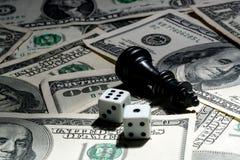 Speler van schaak op dollarachtergrond Stock Foto