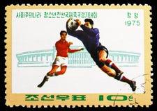 Spelers en Stadion, Socialistische Landen 'Junior Friendship Football Tournament serie, circa 1975 royalty-vrije stock fotografie