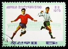 Spelers en Stadion, Socialistische Landen 'Junior Friendship Football Tournament serie, circa 1975 royalty-vrije stock afbeeldingen