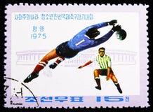 Spelers en Stadion, Socialistische Landen 'Junior Friendship Football Tournament serie, circa 1975 royalty-vrije stock foto