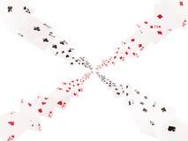 Spelkaarten het vliegen Isoleer op witte achtergrond royalty-vrije illustratie