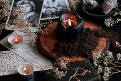 Free Spell Casting On Samhain Halloween To Contact Spirits Of Dead Relatives Stock Image - 196282501