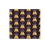 Spellbook在紫色背景的万圣夜 免版税图库摄影