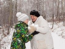 Spelrum kastar snöboll Royaltyfri Fotografi