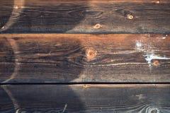 spelrum med lampa Brun grungetextur av det wood brädet Royaltyfri Foto