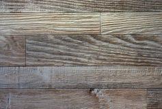 spelrum med lampa Laminat efterföljd av den åldriga parketten som göras av trä arkivfoton