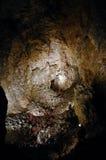 Spelunkers en una cueva gigantesca Imágenes de archivo libres de regalías