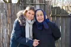 Spendere tempo con la nonna fotografia stock libera da diritti