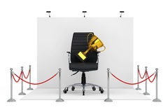 Sperren-Seil um Messen-Stand mit schwarzem ledernem Chef Off Stockfotografie