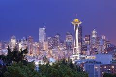 Sperren Sie Nadel und Skyline von Seattle, Washington, USA lizenzfreie stockfotos