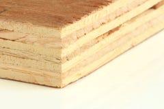 Sperrholz auf weißem Hintergrund Makro Stockfotos