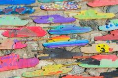 Sperrholz-Behälter gemalt im Aquarell und in der Gouache von den Kindern Stockfoto