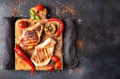 Spese generali della tavola di cena Carne suina arrostita deliziosa del barbecue o Fotografia Stock Libera da Diritti