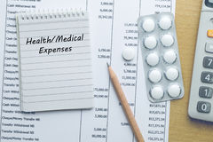 Spese sanitarie di pianificazione Fotografie Stock Libere da Diritti