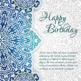 Spets- etnisk mall för kort för lycklig födelsedag för vektor Romantisk tappninginbjudan Blom- prydnad för abstrakt grungecirkel Arkivfoto