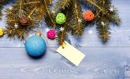 Spetsar för att förbereda jul i förskott Dekorativt utrymme för kopia för bollleksak- och gåvaetikett Vinter- och julferier royaltyfri foto