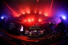 Spettacolo dal vivo caldo della banda di musica elettronica del chip al festival del sonar Immagini Stock