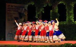 Spettacolo peruviano spettacolare del gruppo di ballo di folclore Immagine Stock