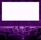 Spettatori al cinema, tonalità viola Immagine Stock