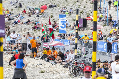 Spettatori del Tour de France di Le su Mont Ventoux Immagine Stock Libera da Diritti