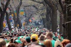 Spettatori di parata della st Patrick Fotografie Stock Libere da Diritti