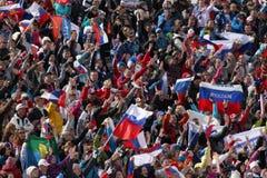 Spettatori durante la massa della corsa campestre 50km degli uomini Immagini Stock Libere da Diritti