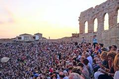 Spettatori su un concerto in arena di Verona fotografia stock libera da diritti