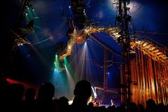 Spettatori sulla rappresentazione di Cirque du Soleil Fotografia Stock Libera da Diritti