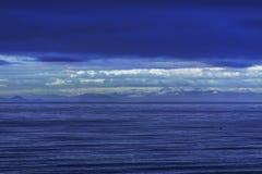 Spettro di vista sul mare blu fotografia stock