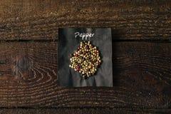 Spezia del pepe con il nome scritto su carta Immagine Stock