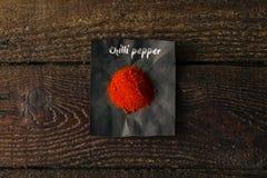 Spezia del peperoncino con il nome scritto su carta Immagini Stock