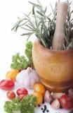 Spezia e verdure fresche su fondo bianco immagini stock