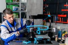 Spezialist des Druckes 3d fertigt Drucker besonders an lizenzfreie stockbilder