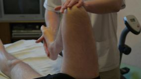 Spezialist macht dem Behinderter eine Massage stock video footage
