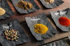 Spezie Colourful sulla tavola di legno Fotografie Stock