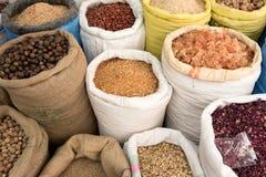 Spezie da vendere nel souk della spezia a Deira I UAE Dubai Fotografie Stock Libere da Diritti