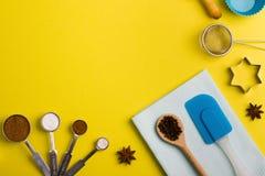 Spezie del fondo di cottura e strumenti della cucina Fotografia Stock Libera da Diritti