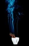 Spezie del fumo dalle tazze Immagine Stock