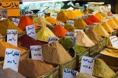 Spezie su un mercato orientale a Damasco, Siria immagine stock