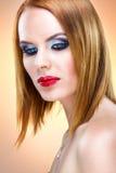 Spezielle blonde Frau mit schönem Make-up Stockfotografie