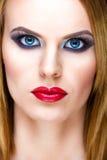 Spezielle blonde Frau mit schönem Make-up Lizenzfreie Stockfotografie