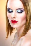 Spezielle blonde Frau mit schönem Make-up Lizenzfreie Stockfotos