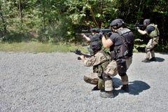 Spezielle Polizeieinheit im Training Stockbilder