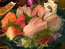 Spezieller deluxer Kombinationssashimi gesetzte Lachse, Thunfisch, maguro, otoro, Hotate, Kamm-Muschel, Kanpachi, Amberfisch, Wol stockfoto