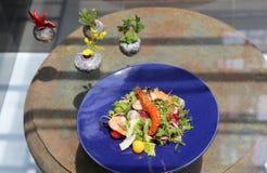 Spezieller Salat der Garnele, des Kalmars und des Gemüses Stockfotografie
