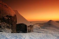 Spezieller Sonnenuntergang in den Bergen Stockbild