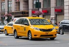 Spezielles gelbes Fahrerhaus für behindertes in Manhattan, NYC Lizenzfreies Stockbild